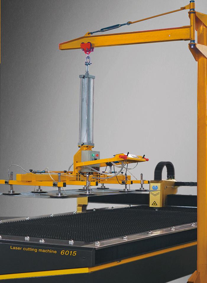激光切割机的好帮手-悬臂式真空吸盘吊